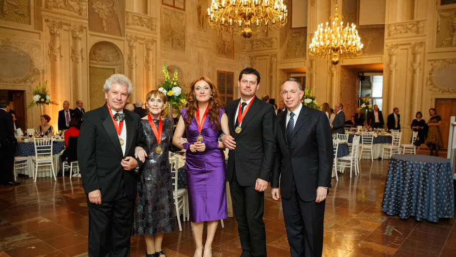 Zleva Jiří Bělohlávek, Soňa Červená, Magdalena Kožená, Karel Komárek a ředitel Kennedyho centra Michael Kaiser.