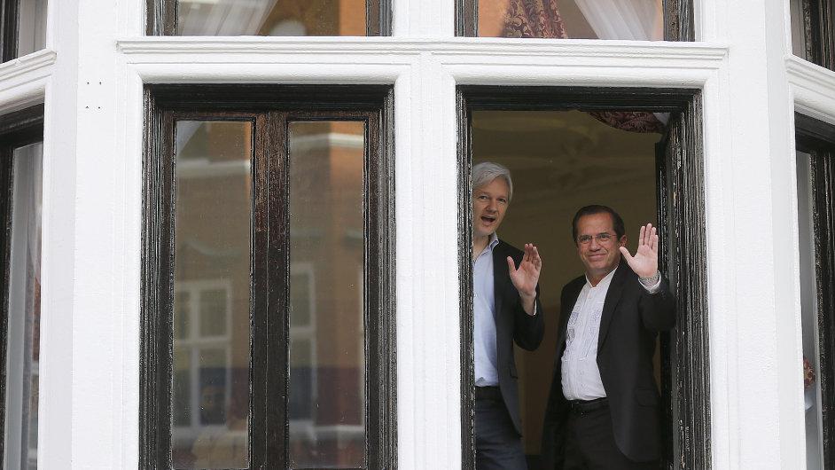 Julian Assange na ekvádorské ambasádě.