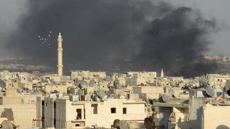 Oblaka dýmu nad Aleppem
