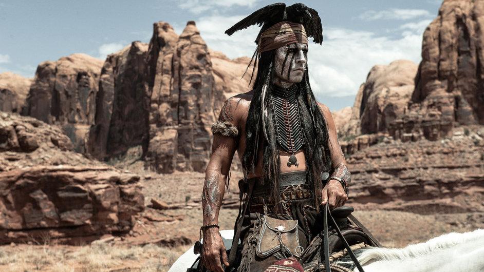 Johnny Depp jako indián Tonto ve filmu Osamělý jezdec