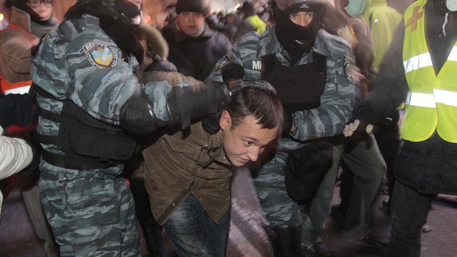 Policejní zásah na ukrajinském náměstí Nezávislosti