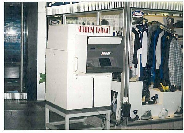 Bankomaty jsou v ČR již 25 let, jejich počet stoupl na téměř 4500