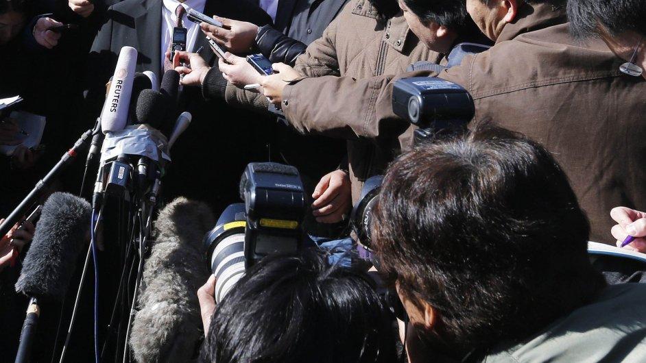 Japonský ministr zahraničí před ambasádou v Jordánsku
