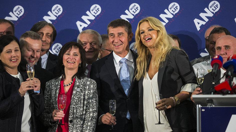 Proměna: Andrej Babiš a současní i budoucí bývalí členové hnutí ANO. O víkendu se sejdou na sjezdu, kde chtějí hnutí proměnit v politickou stranu.