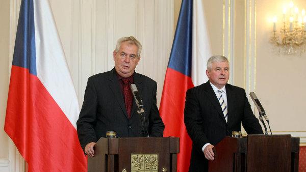 Miloš Zeman se setkal s guvernérem ČNB Jiřím Rusnokem (archivní foto z roku 2015).
