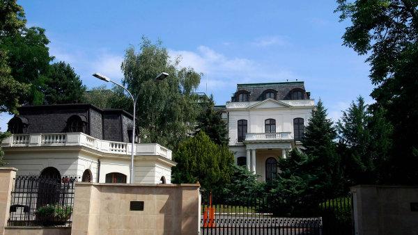 """Tajné služby upozorňují, že mezi ruskými diplomaty jsou desítky špionů. Jejich """"hlavním stanem"""" je sídlo ruského velvyslanectví v pražské Bubenči."""