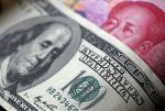 Ilustrační foto - dolar a jüan