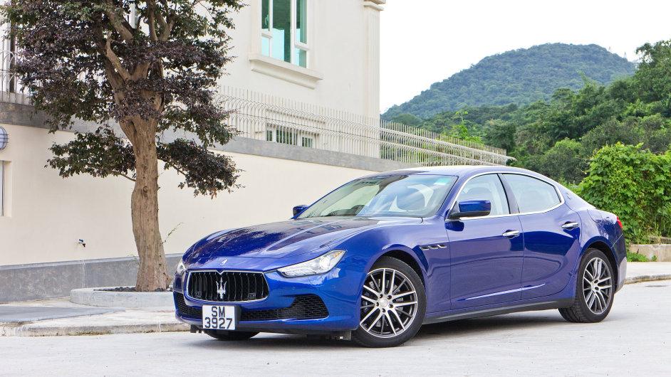 Pronajmout si je možné i Maserati. S dieselovým šestiválcem vyjde při čtyřletém užívání na 33 880 korun měsíčně.