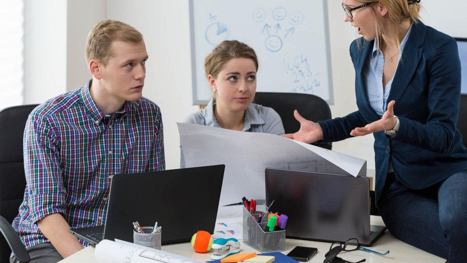 S velmi přísným, až drsným chováním svých šéfů se podle průzkumu agentury McGuffin setkává v Česku 68 procent zaměstnanců.