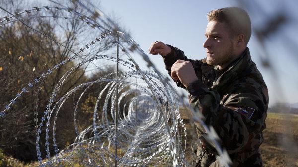Slovinsko za�ne od �tern� p�lnoci p�ij�mat jen migranty s platn�mi v�zy a pasy - Ilustra�n� foto.
