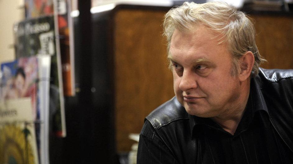 Čeká ho rudý výslech:Miloslav Ransdorf bude v úterý ráno vysvětlovat svou aféru kolegům ve vedení KSČM.