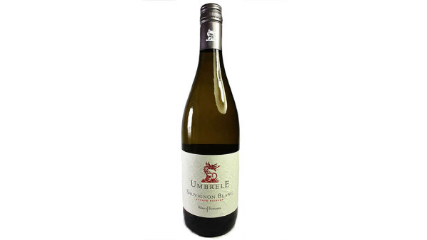 Barvu m� �lutou s b�lozelen�mi z�blesky, t�k�m aromatem a chut�, je� navzdory n�zk�mu obsahu Chardonnay p�ipom�n� mlad� nesudovan� v�no t�to odr�dy.