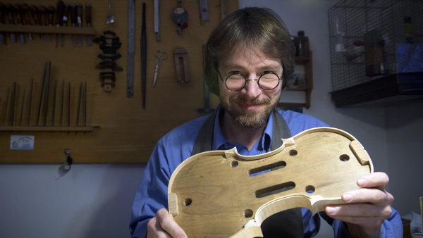 Rodi�e m� vedli k housla�in�, j� se nebr�nil, tak to n�jak logicky vyplynulo, ��k� Jan Baptista �pidlen.