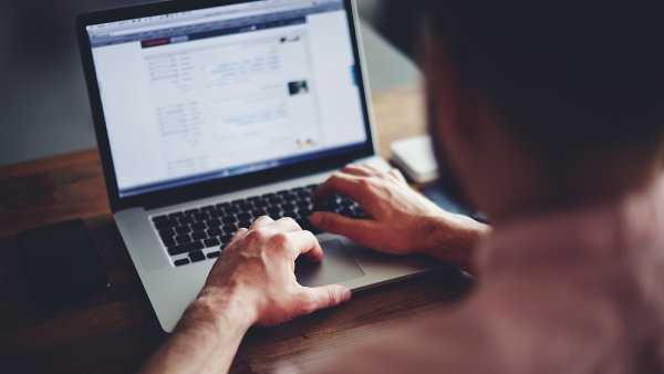 Příjmy z reklamy jsou dosud jedinou úspěšnou možností, jak dostat za on-line články nebo videa zaplaceno.
