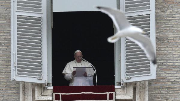 """Papež František pochválil Řecko za """"velkorysou"""" pomoc uprchlíkům."""