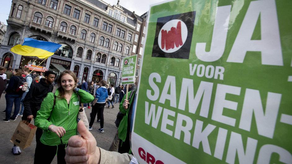 Nizozemci demonstrují pro asociační dohodu Evropské unie s Ukrajinou i proti ní.