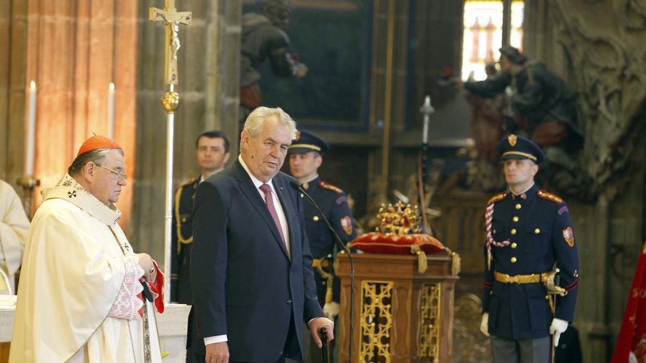Mše k 700. výročí narození Karla IV. v katedrále sv. Víta. Na snímku arcibiskup Dominik Duka a prezident Miloš Zeman