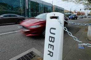 Do ulic Pittsburghu vyr�ej� robotick� tax�ky Uberu. Zat�m v nich ale mus� b�t i �idi�