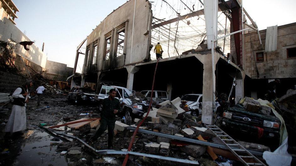Nálet arabské koalice v Jemenu zasáhl účastníky vládního pohřbu.