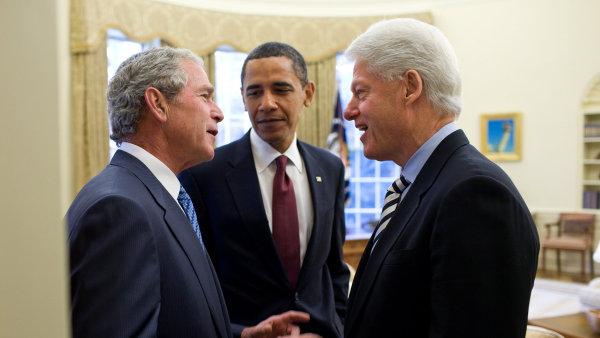 Tři poslední prezidenti USA (zleva): Republikán George Bush a demokraté Barack Obama a Bill Clinton.