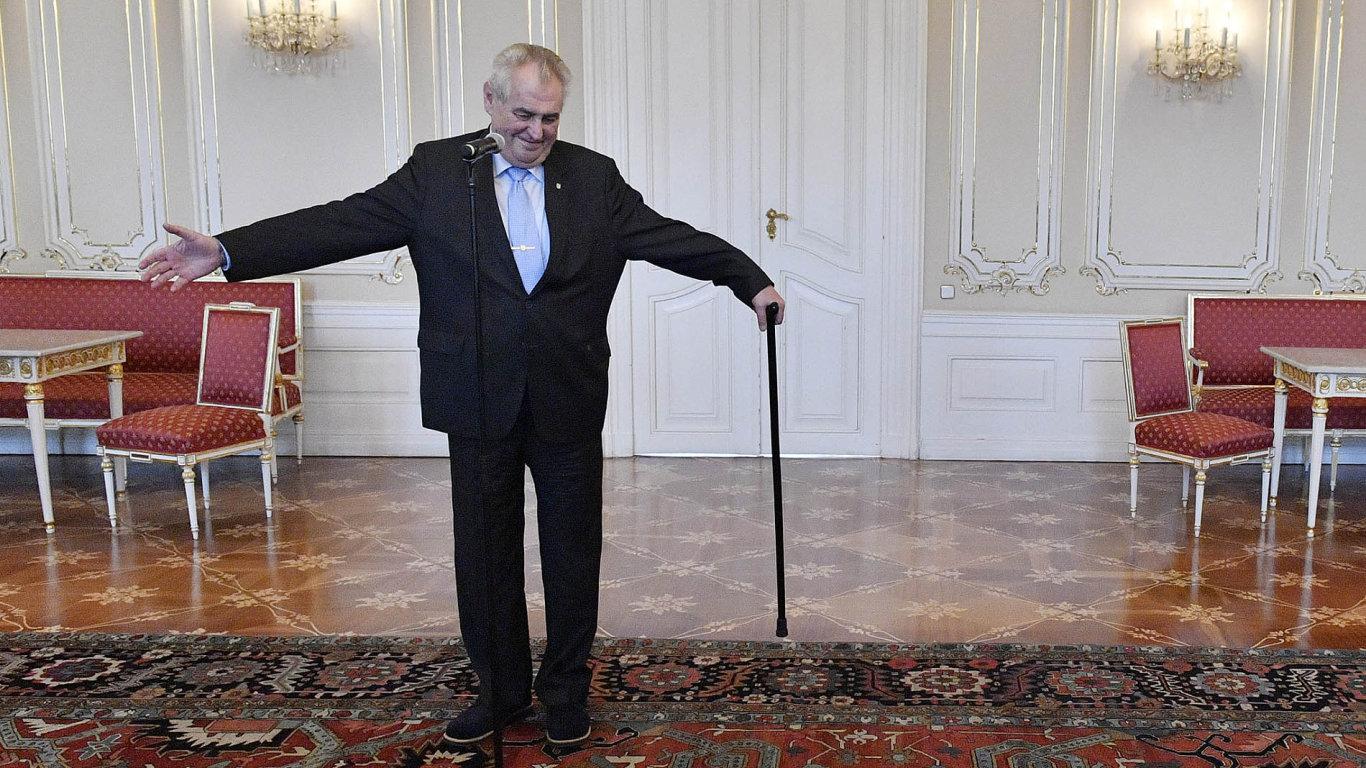 Kdy prezident odvolá Andreje Babiše zfunkce ministra financí? Zdržováním se Miloš Zeman pouští dohry, která může vyústit doústavní žaloby.