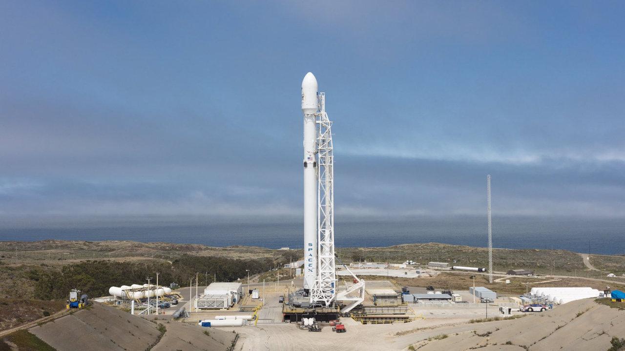 Nosná raketa Falcon 9 společnosti SpaceX.
