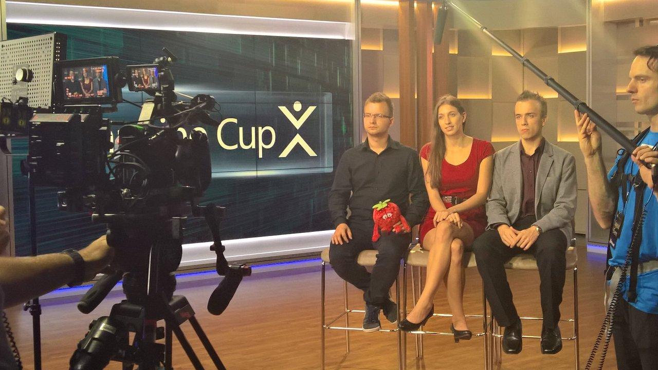 Marek Novák, Tomáš Pikous a Barbara Suchanová se svým projektem X.GLU vyhráli prestižní mezinárodní soutěž Microsoftu.