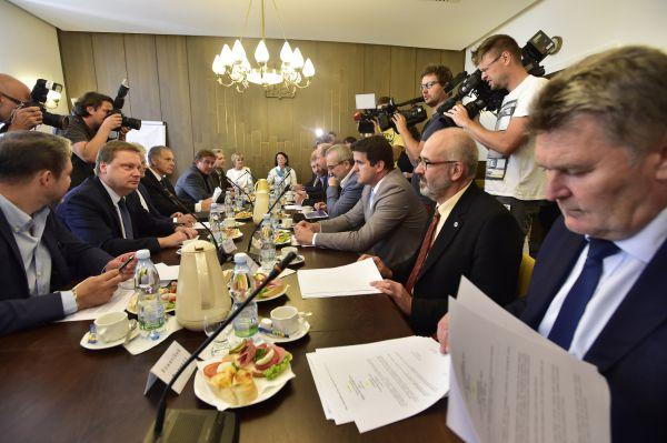 Sněmovní a mandátový výbor projednává žádost policie o vydání Andreje Babiše a Jaroslava Faltýnka.