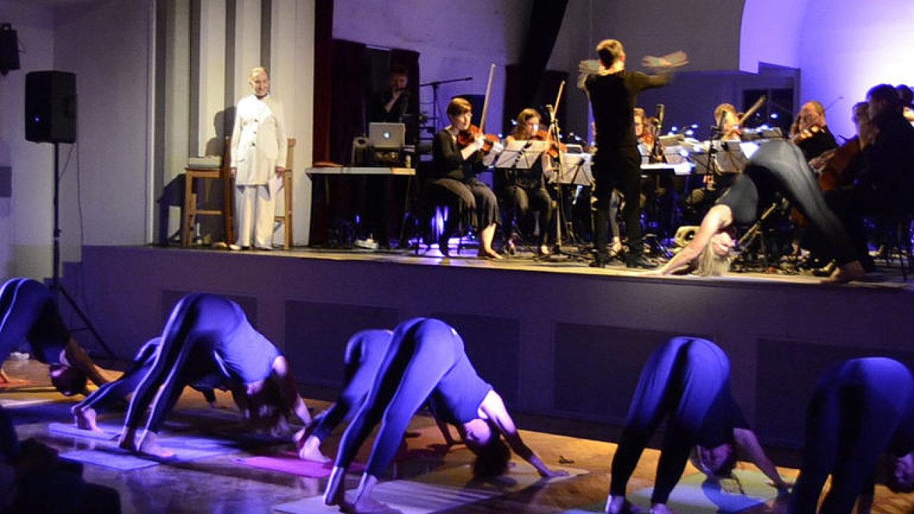 Orchestr Berg vystoupil se Soňou Červenou.