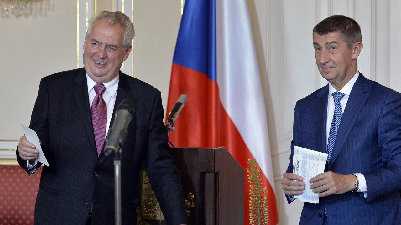 Prezident Miloš Zeman (vlevo) a ministr financí Andrej Babiš