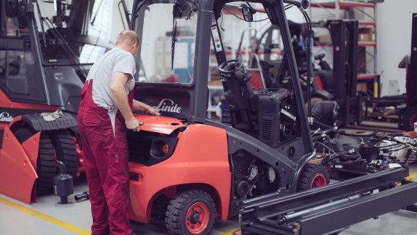 V repasním centru ve Velkých Bílovicích opraví až tisíc vozíků ročně. Kapacitu ale brzy navýší na 1500 vozíků.