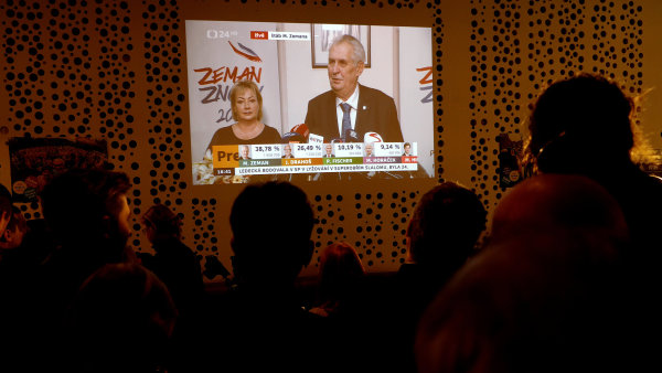 Sledování výsledků voleb ve štábu Jiřího Drahoše