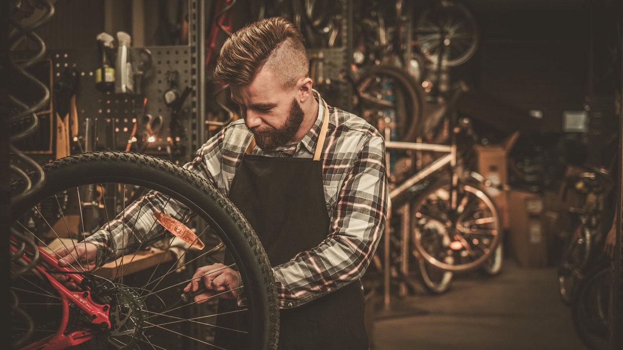 Švédská vláda přišla s návrhem na snížení DPH z 25 na 12 procent na opravy oblečení, bot či kol. Chce tak snížit plýtvání i emise skleníkových plynů.