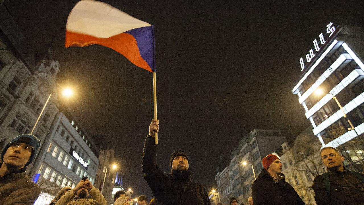 Demonstrace proti Ondráčkovi na pražském Václavském náměstí.