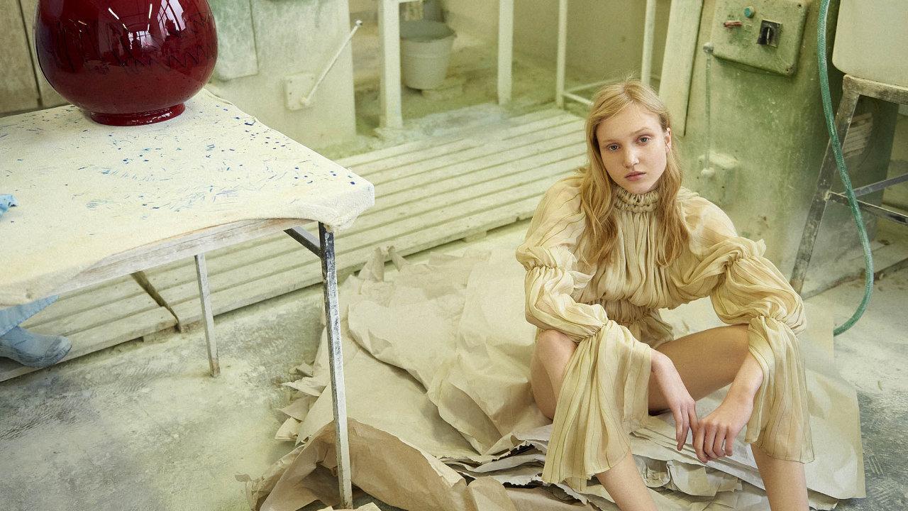 Hedvábné body Zoltán Tóth. Modelka: Alica Niedelská (Elite Model)