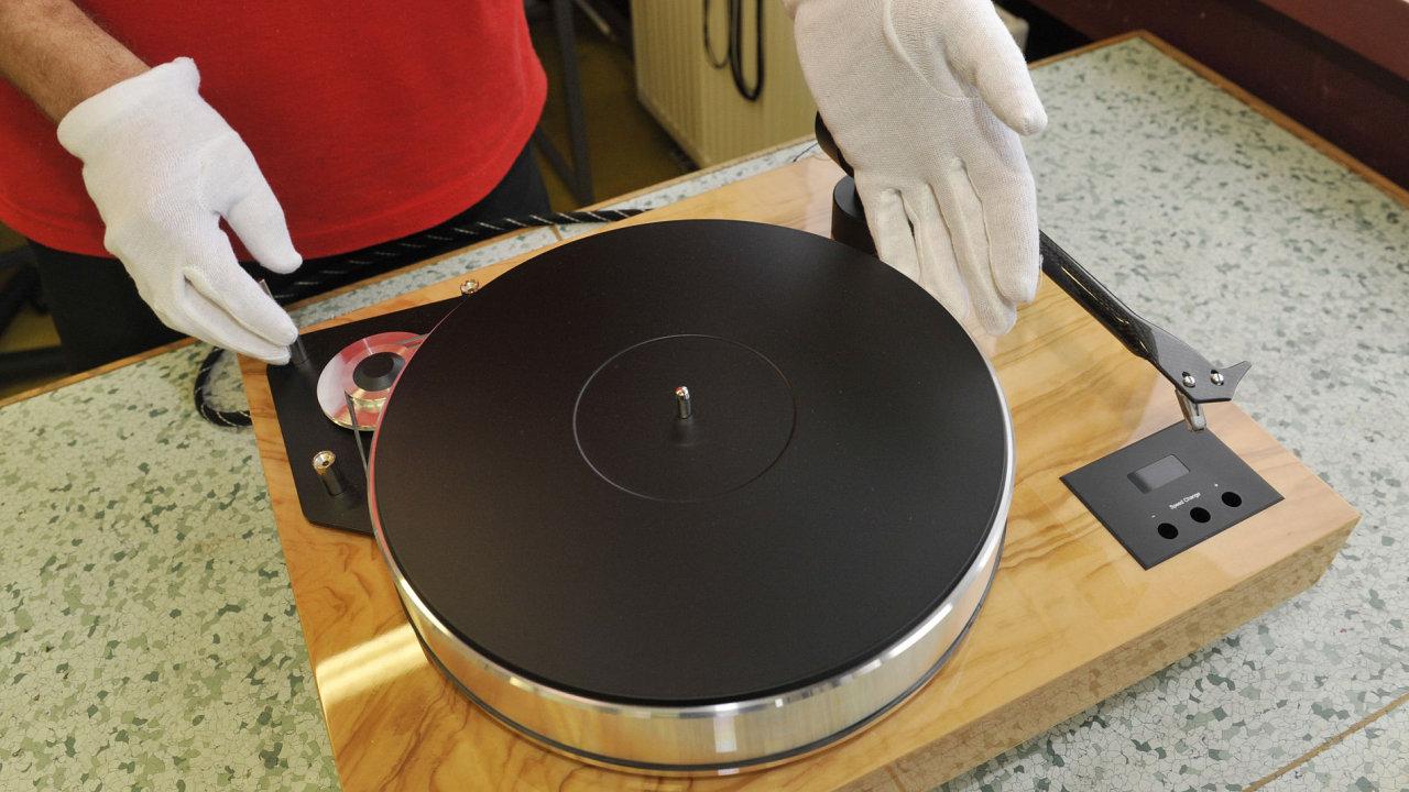 SEV Litovel loni vyrobil 96 tisíc gramofonů.