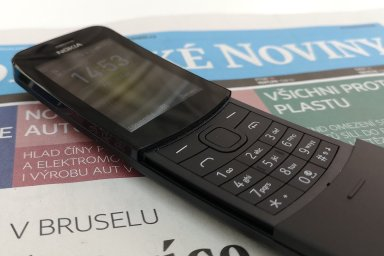 Banánový telefon z Matrixu je zpátky: Nokia 8110 4G ke starému konceptu přidala rychlý internet
