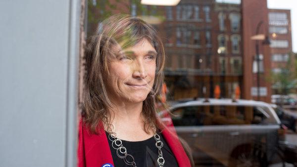 Podnikatelka Christine Hallquistová se může stát první americkou transgender guvernérkou.