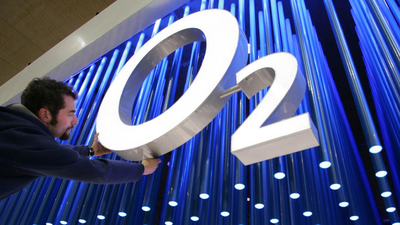 Celkový počet mobilních zákazníků O2 dosáhl 5,56 milionu, z toho 3,51 milionu tvořili tarifní zákazníci.