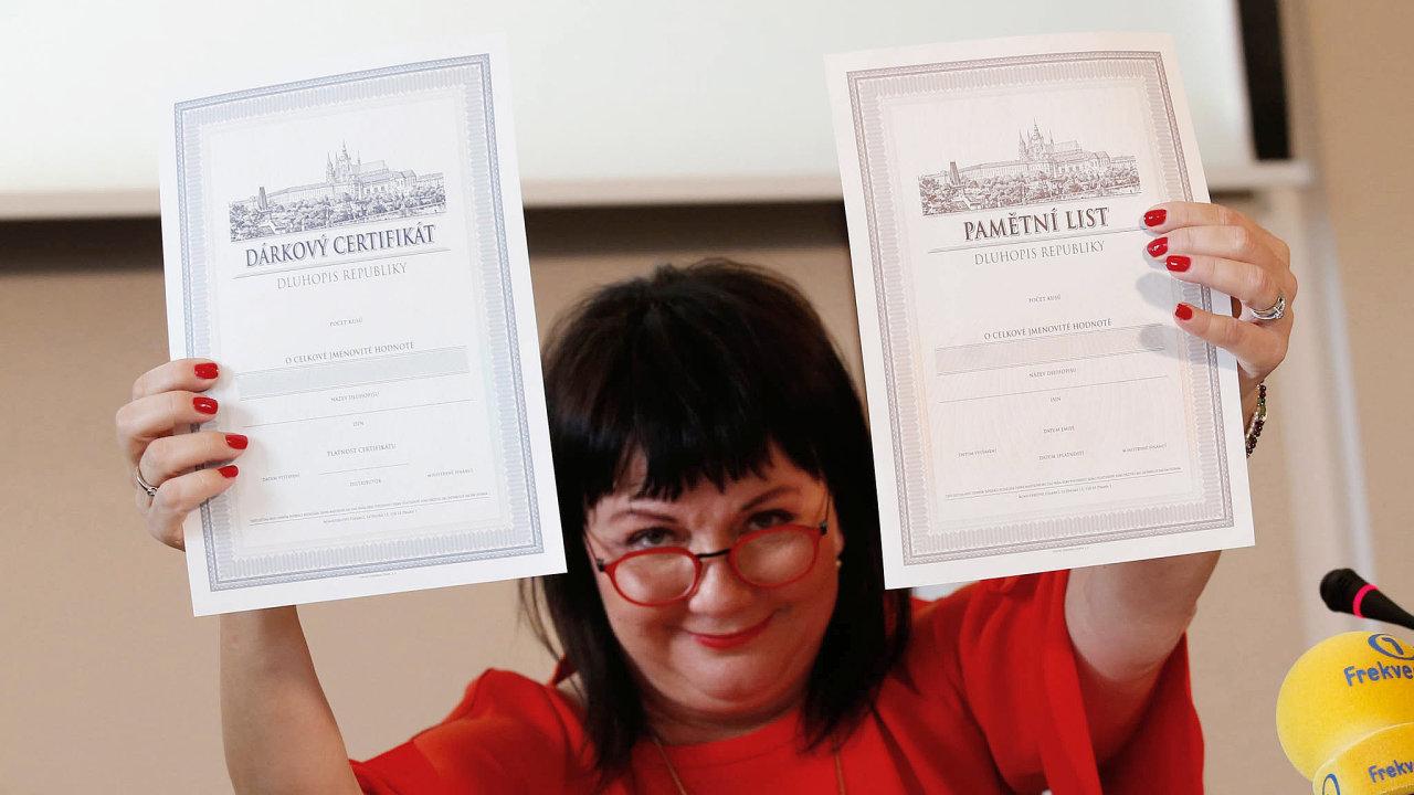 Ministryně financí Alena Schillerová představila na tiskové konferenci nové dluhopisy k výročí 100 let Československé republiky.