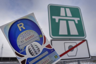 Ministerstvo dopravy uvádí, že předloni se prodalo 6,8 milionu papírových dálničních kuponů za cenu 5,2 miliardy korun.