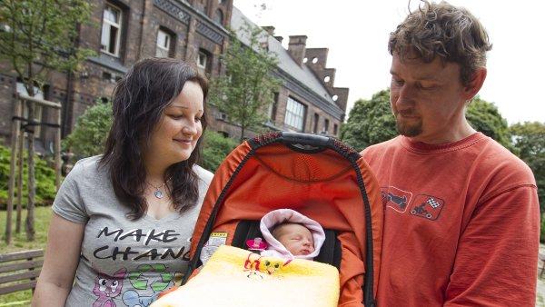 Nové benefity pro zaměstnance v Česku: firmy dorovnávají příjmy matkám na mateřské nebo financují mateřské školky. Ilustrační foto