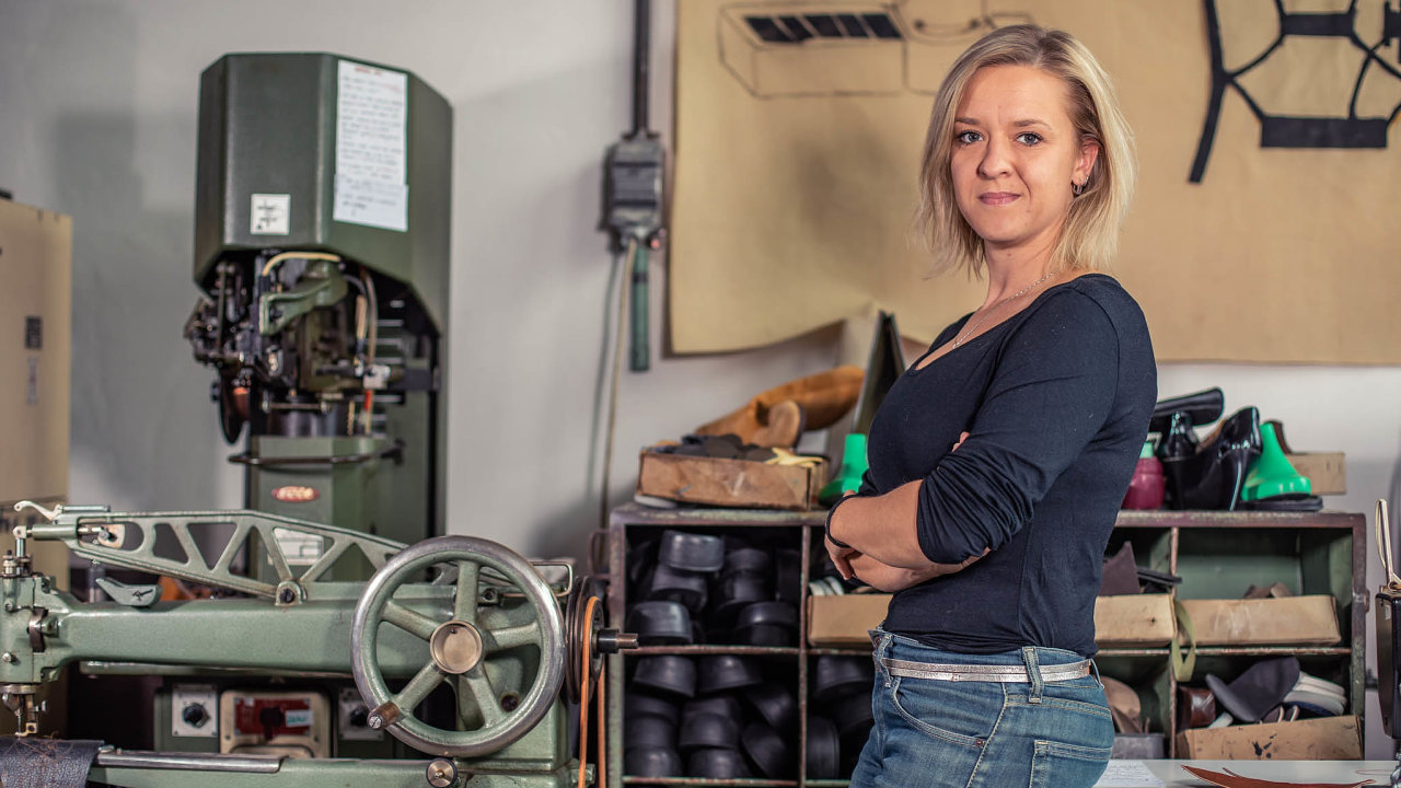 Eva Klabalová, zakladatelka firmy Kave footwear vyrábějící obuv zodpadových materiálů bez jejich transportu navelkou dálku.