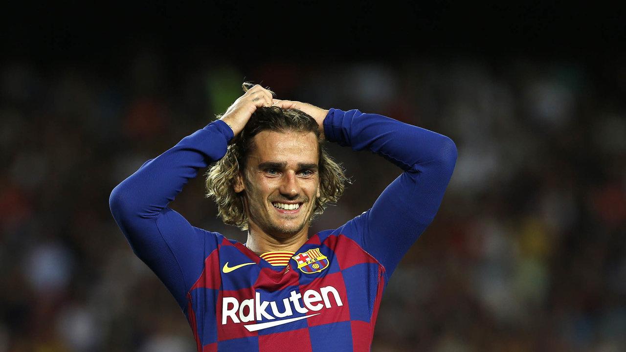 Mistr světa Antoine Griezmann měl doBarcelony namířeno už loni, její dres ale nakonec oblékl až letos. Přestup ale ještě bude mít dohru, Atlético Madrid zaFrancouze požaduje doplatek 80 milionů eur.