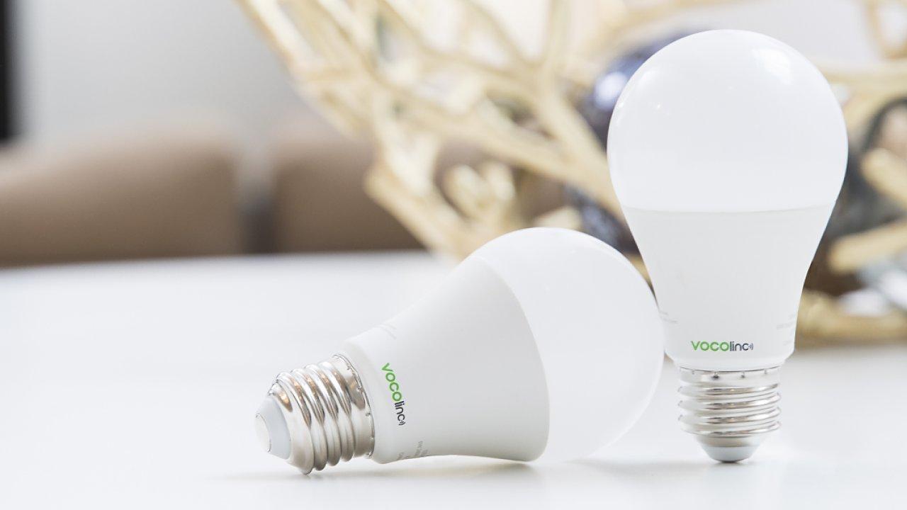 Chytrá domácnost podle Vocolinc zahrnuje žárovky i aromalampu.