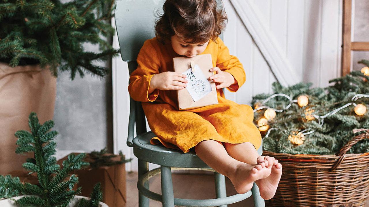 Pro děti do dvou let je vybírání dárků relativně snadné − v tomhle věku ocení všechno.