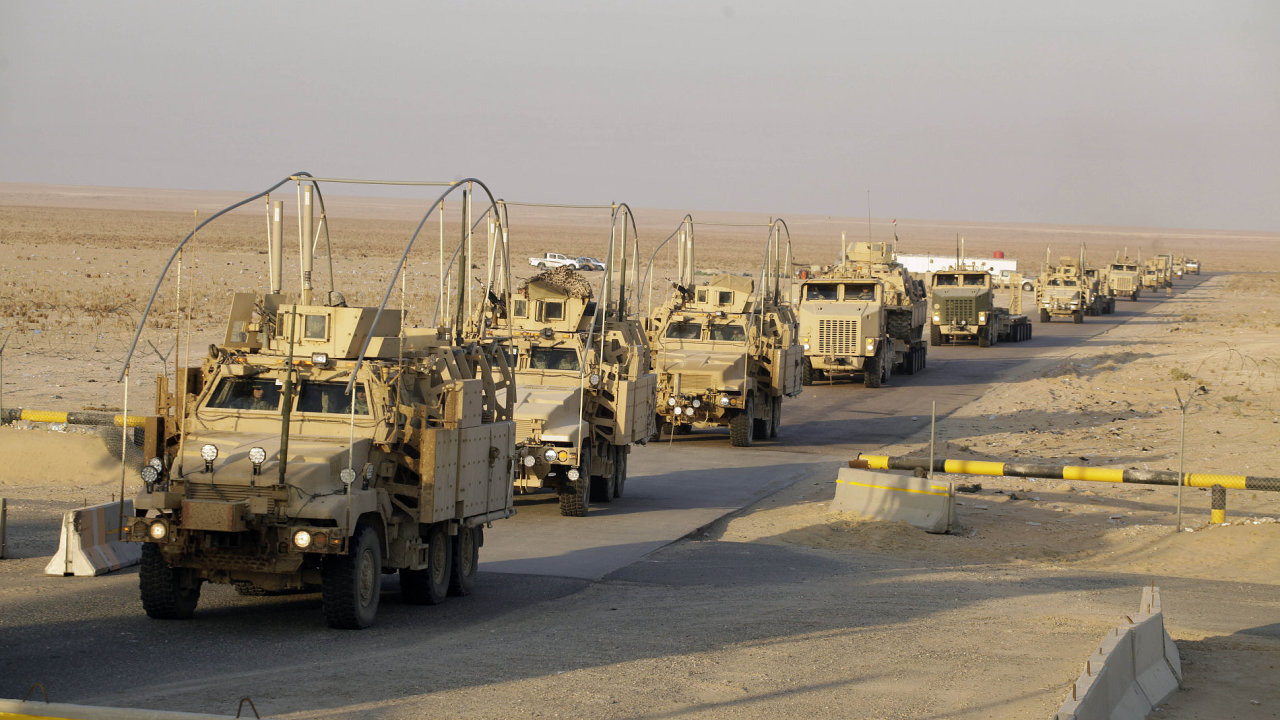 Na snímku je zobrazen poslední americký konvoj, který v roce 2011 opustil irácké území.