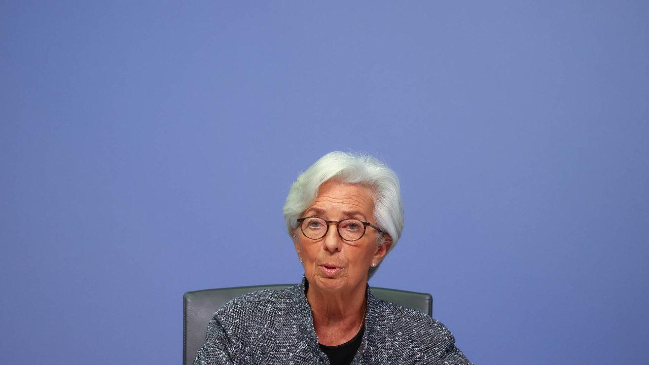 Evropská centrální banka má pravomoci k razantním opatřením, a těch bude třeba. Očekává se, že ekonomika eurozóny letos klesne meziročně o 7,5 procenta. Na snímku šéfka ECB Christine Lagardeová.