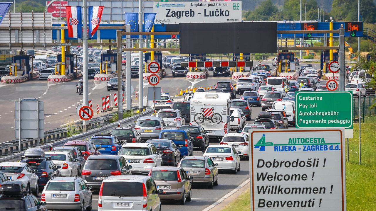 Hranice se otevírají, přísný režim se uvolňuje, lidé začínají cestovat. Při sjednávání cestovního pojištění bude letos důležité, dojaké země se Češi vydají. Chorvatsko by mělo být bez potíží.