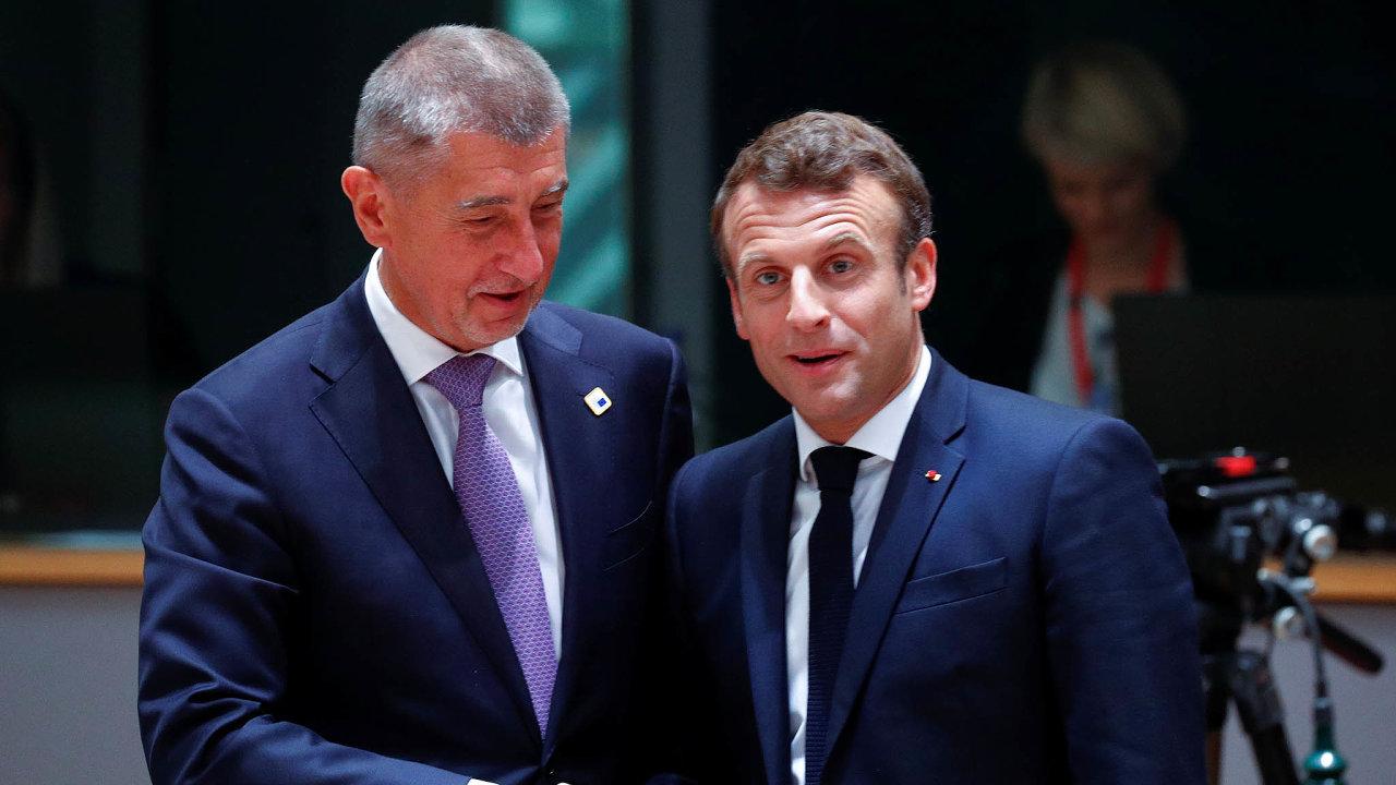 Tak jak to domluvíme? Francouzský prezident Macron je s návrhem mimořádné pomoci na boj proti koronaviru spokojený, Babiš chce pro Česko víc.